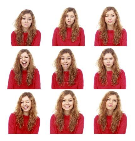 Photo pour Jeune fille émotionnelle ensemble attrayant faire des visages isolés sur le dos blanc - image libre de droit