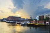 Západ slunce nad přístav