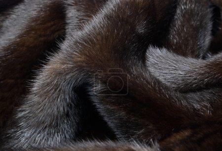 Photo pour Fond de fourrure brun foncé vison mis en plis - image libre de droit