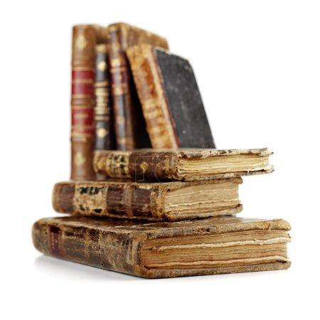 Photo pour Livres anciens isolés - image libre de droit