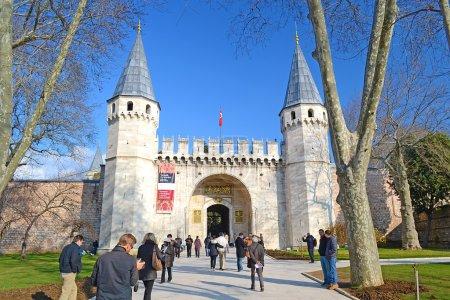 Photo pour Le Palais de Topkapi a été commandée par le sultan mehmed le deuxième fatih en 1459 et fini en 6 ans seulement. Il est le symbole et le centre de l'empire ottoman. - image libre de droit