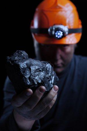 Photo pour Mineur de charbon sur fond noir - image libre de droit