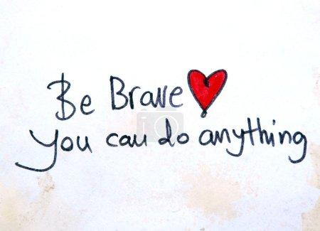 Foto de Sé valiente, puedes hacer cualquier mensaje sobre el fondo de acuarela - Imagen libre de derechos