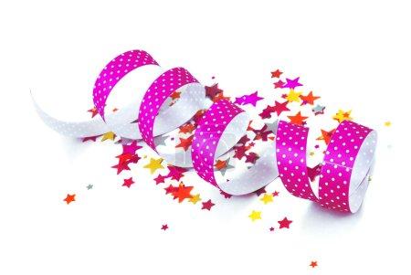 Photo pour Confettis et ruban sur fond blanc - image libre de droit