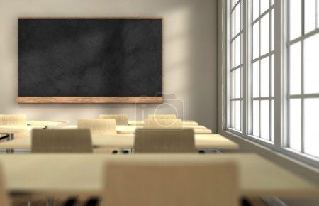 Photo pour Salle de classe avec bureaux et tableau noir avec mise au point sur le tableau noir - image libre de droit