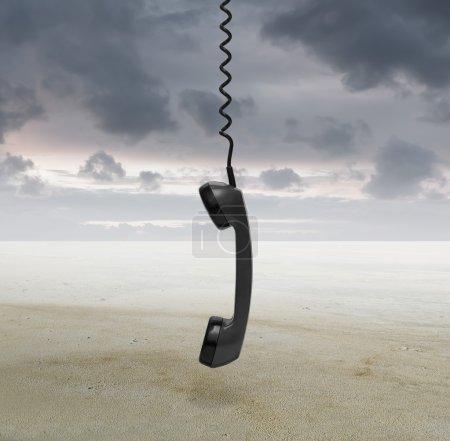 Photo pour Téléphone décroché dans le désert - image libre de droit