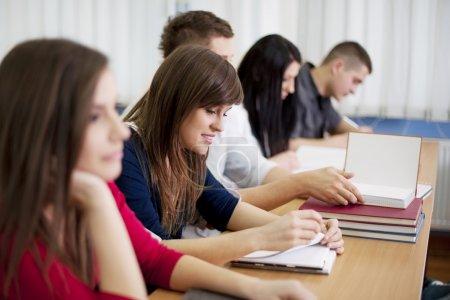 Photo pour Des lycéens en classe - image libre de droit