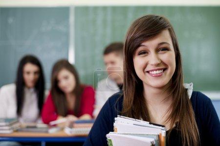Photo pour Heureux élève dans la salle de classe - image libre de droit