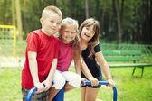 šťastné děti na hřišti