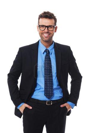 Photo pour Confiant en soi, heureux et homme d'affaires hansom - image libre de droit