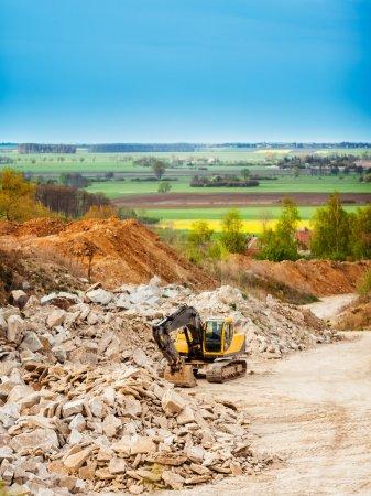 Photo pour Moteur de terre dans le domaine industriel - image libre de droit