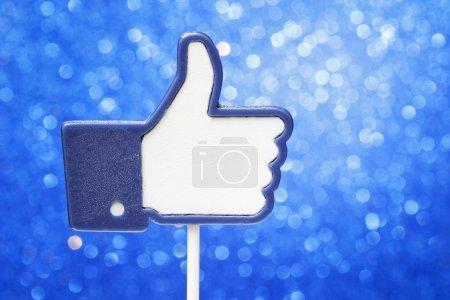Cake Pops in Form eines Facebook-Buttons gefällt es