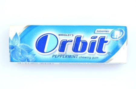 Photo pour Orbite chewing-gum isolé sur fond blanc - image libre de droit
