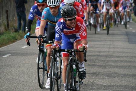 Photo pour Valkenburg, Pays-Bas - 23 septembre 2012 : Mark cavendish devant le peloton lors du championnat du monde de cyclisme à Valkenburg . - image libre de droit