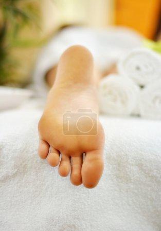 Photo pour Spa massage des pieds - image libre de droit