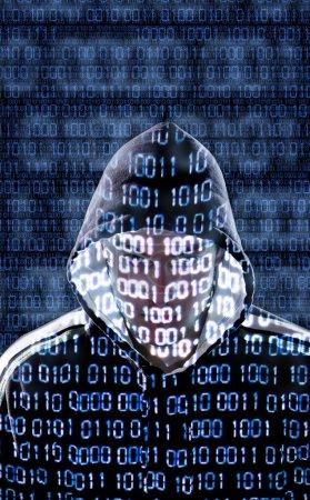 Photo pour Pirate avec des codes binaires regardant directement vers la caméra - image libre de droit