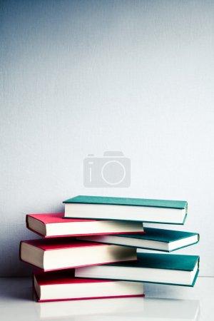 Bücherstapel im Gleichgewicht