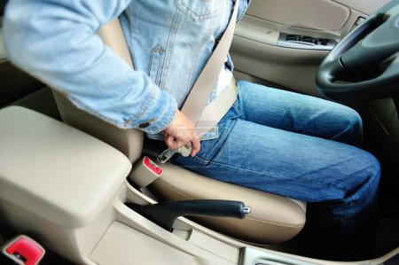 Woman driver buckle up the seat belt