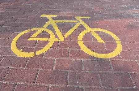 Photo pour Marque de voie cyclable dans la rue - image libre de droit