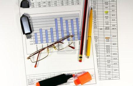Photo pour Projet d'entreprise, graphiques, tableaux calcul des chiffres - image libre de droit