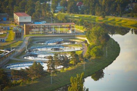 Foto de Planta depuradora de aguas residuales al amanecer, Praga - Imagen libre de derechos