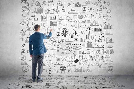 Photo pour Homme d'affaires dessin plan d'affaires, graphique, graphique sur le mur . - image libre de droit