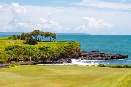 Photo pour Golf et l'océan bleu en arrière-plan - image libre de droit
