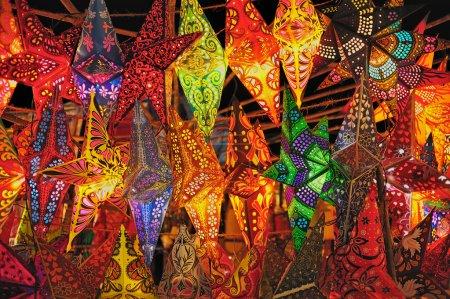 Photo pour Décoration de Noël. Lanternes pliantes en papier de l'Inde - image libre de droit