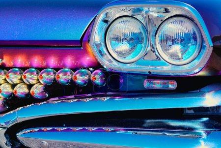 Photo pour Pare-chocs avant de voiture de luxe et détails de lumières - image libre de droit