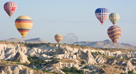 Photo pour Montgolfières en Cappadoce - Turquie - image libre de droit