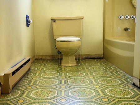 salle de bain bariolé