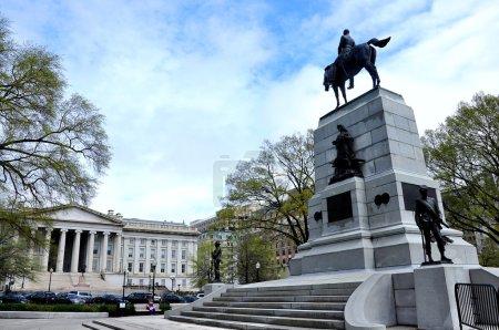 Photo pour Le Treasury Building de Washington D.C. est un bâtiment historique national qui est le siège du département du Trésor des États-Unis. . - image libre de droit