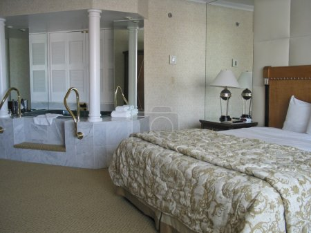 Room with king-size bed and Jacuzzi