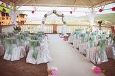 arrangement floral lors d'une cérémonie de mariage