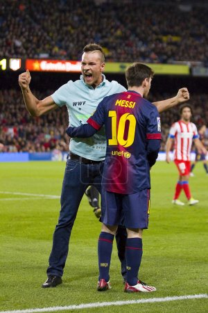 Spontaneous supporter and Lionel Messi