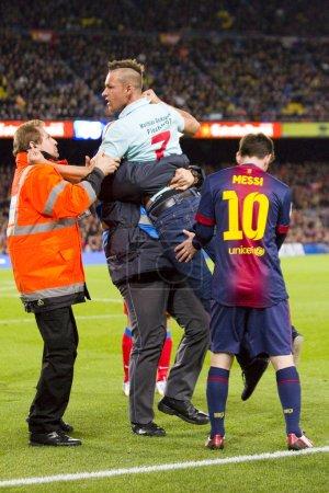Photo pour Barcelone - 16 décembre : partisan spontanée et lionel messi à la ligue espagnole correspondant entre fc Barcelone et l'atletico de madrid, score final 4-1, le 16 décembre 2012, à Barcelone, Espagne. - image libre de droit