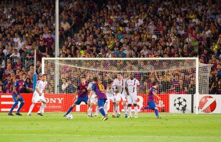 Leo Messi shots a free