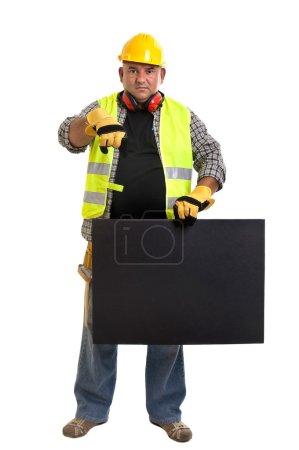 Photo pour Travailleur de la construction dodu avec tableau noir isolé en blanc - image libre de droit