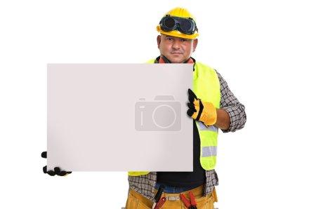 Photo pour Travailleur de la construction dodu tenant un panneau lumineux isolé en blanc - image libre de droit