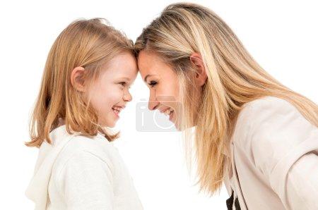 Photo pour Mère avec fille isolée en blanc - image libre de droit