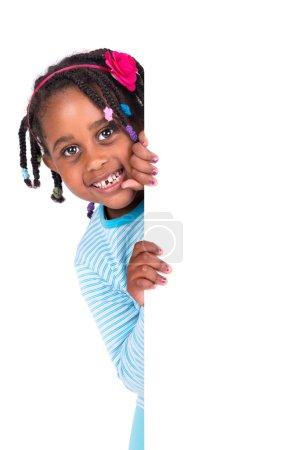 Photo pour Jeune fille posant avec un tableau blanc - image libre de droit
