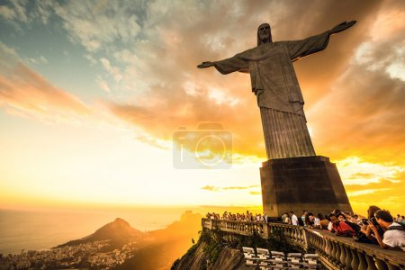 Photo pour Rio de janeiro, Brésil - mars, 3ème 2013 : christ la statue du Rédempteur située au sommet du Mont corcovado à rio de janeiro. en 2007, a été élu parmi les nouvelles sept merveilles du monde - image libre de droit