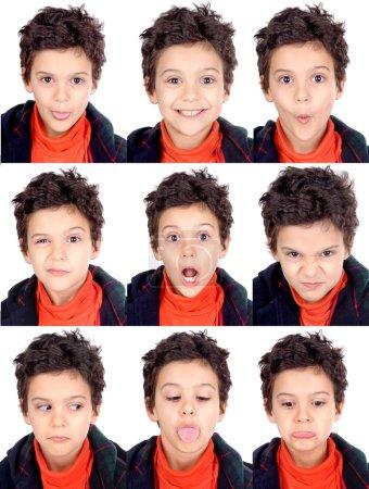 Photo pour Petit garçon faire des expressions faciales - image libre de droit