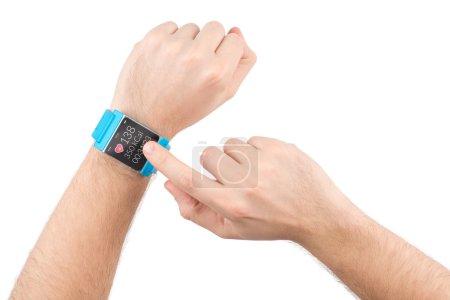 Photo pour Piqûres de doigts sur l'écran de la montre intelligente avec application fitness - image libre de droit