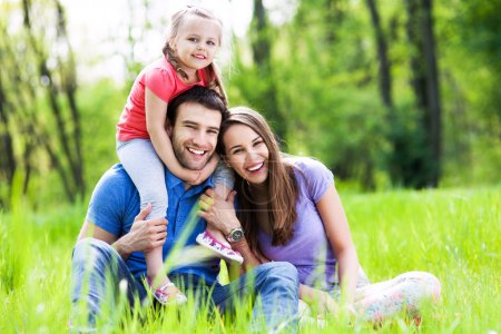 Foto de Familia feliz al aire libre - Imagen libre de derechos