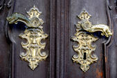 Starý zámek dveří