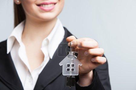 Photo pour Agent immobilier affichage touches - image libre de droit