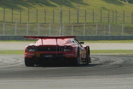 """Photo pour Sepang, Malaisie - 20 juin 2008 : Vue arrière d'une voiture de l """"équipe Jimcenter Advan F430 lors de la séance d'entraînement au Super GT Malaysia Championship 2008 . - image libre de droit"""
