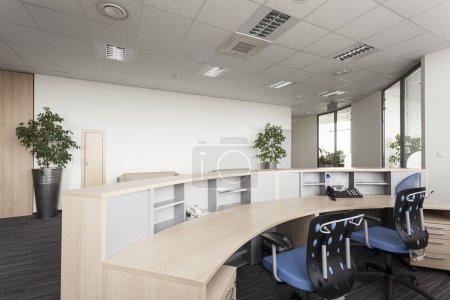 Photo pour Réception ouverte 24h/24, un bureau moderne, intérieur - image libre de droit