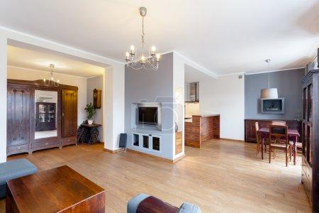 Photo pour Horizontal view of a vintage house interior - image libre de droit